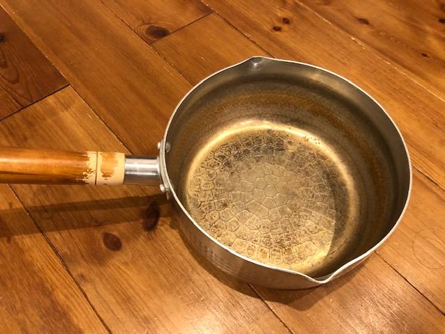 使い古したアルミの行平鍋