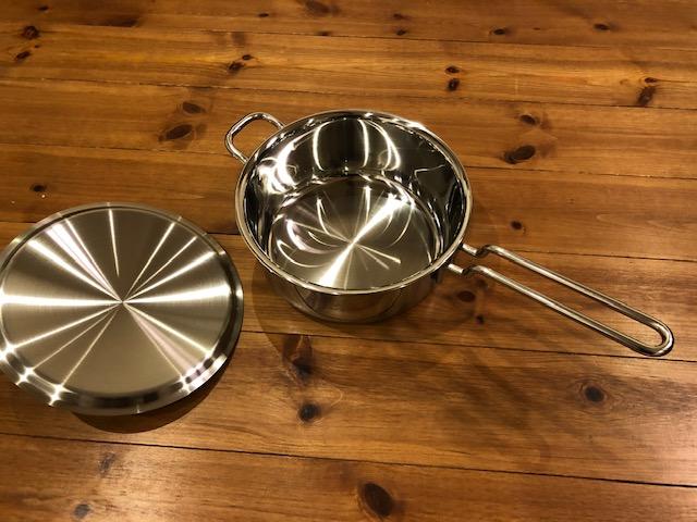 開封したジオシリーズの小鍋